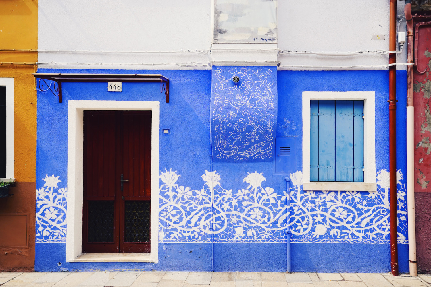 burano-colorful-blue-facade-dante-vincent-photography