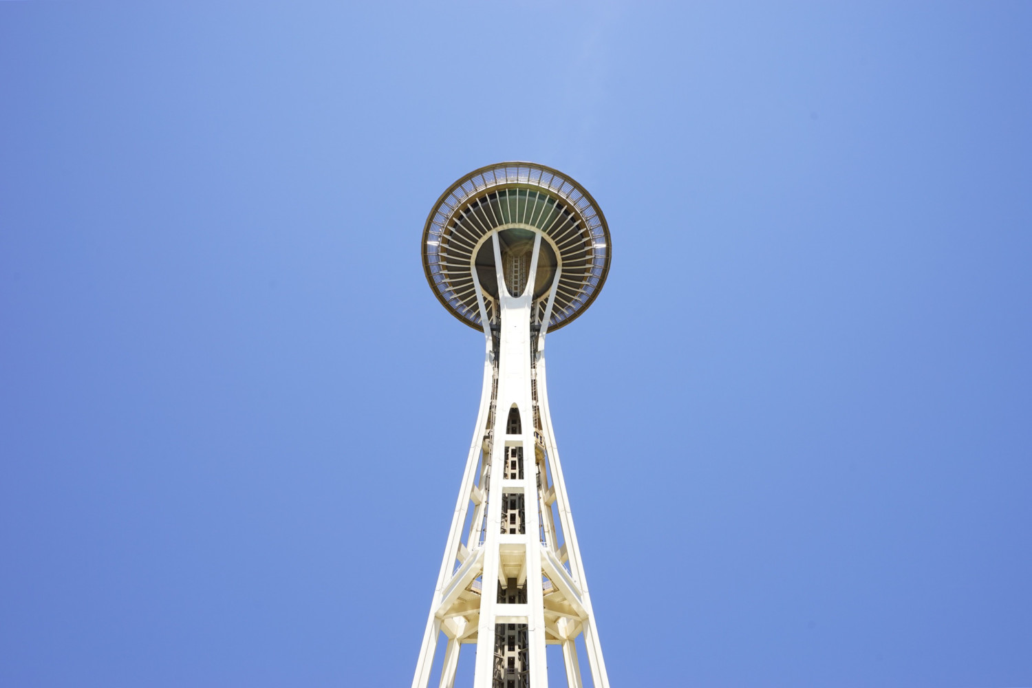 space-needle-looking-up-dante-vincent-photography