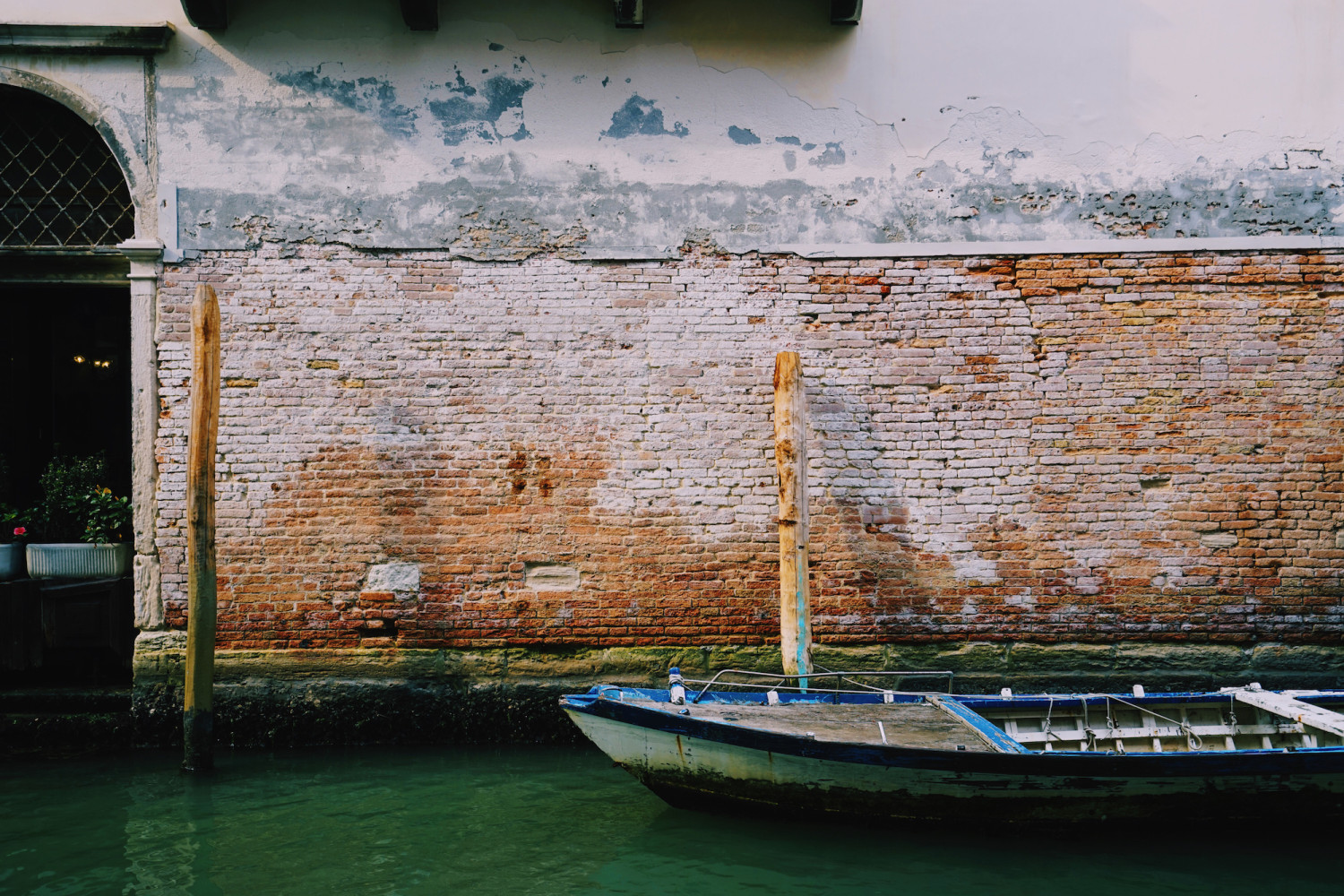 venice-boat-house-facade-dante-vincent-photography