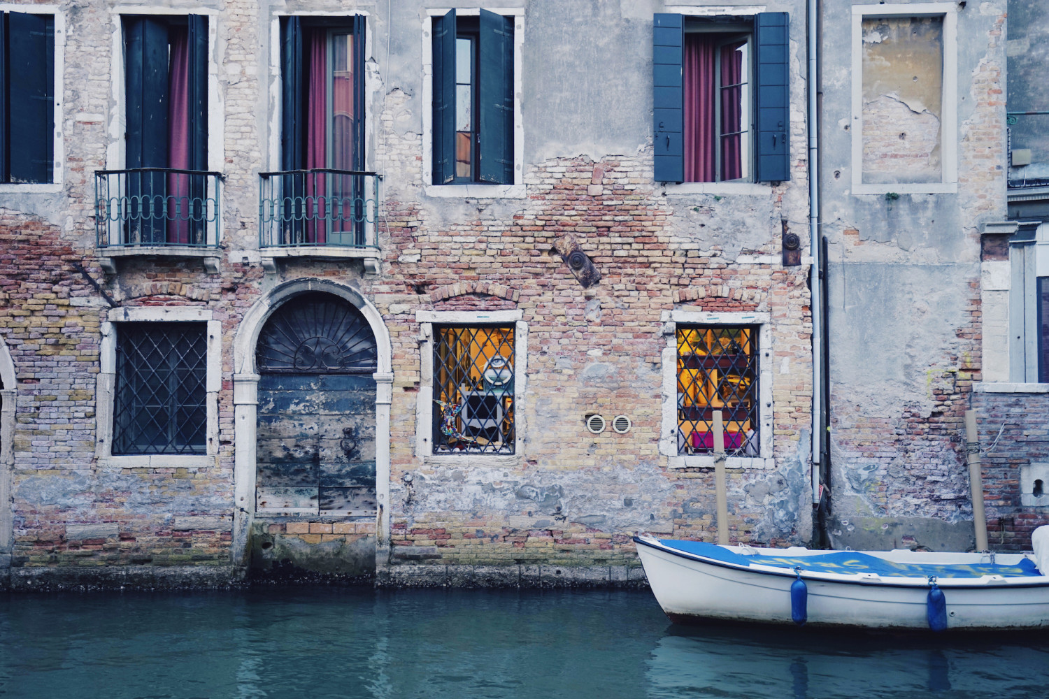 venice-colorful-facade-dante-vincent-photography