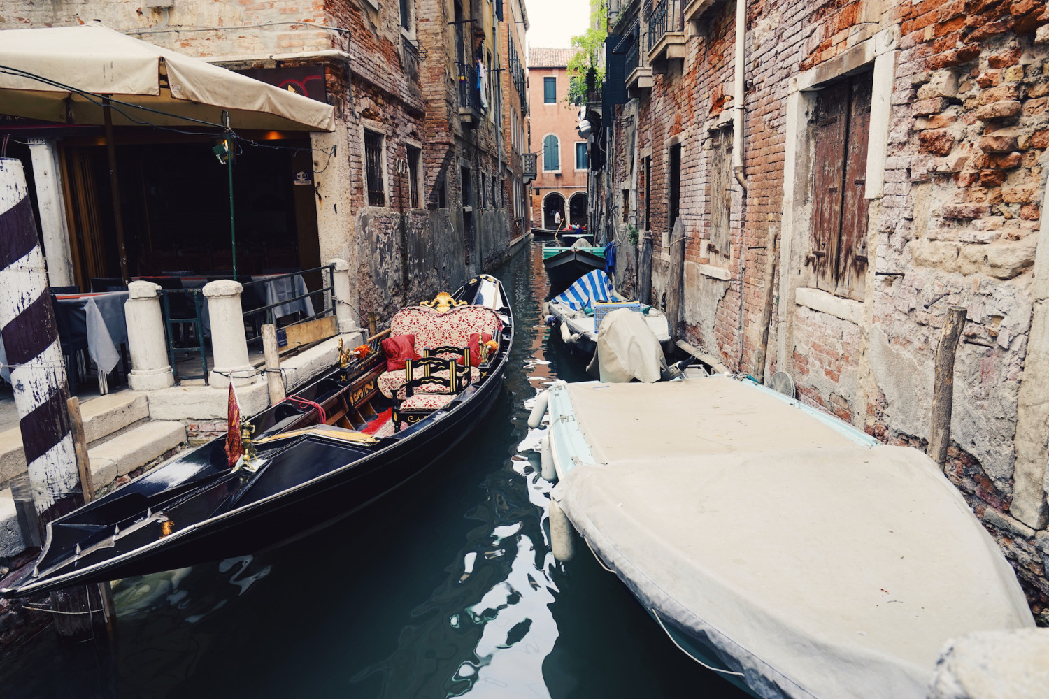 venice-covered-boat-dante-vincent-photography