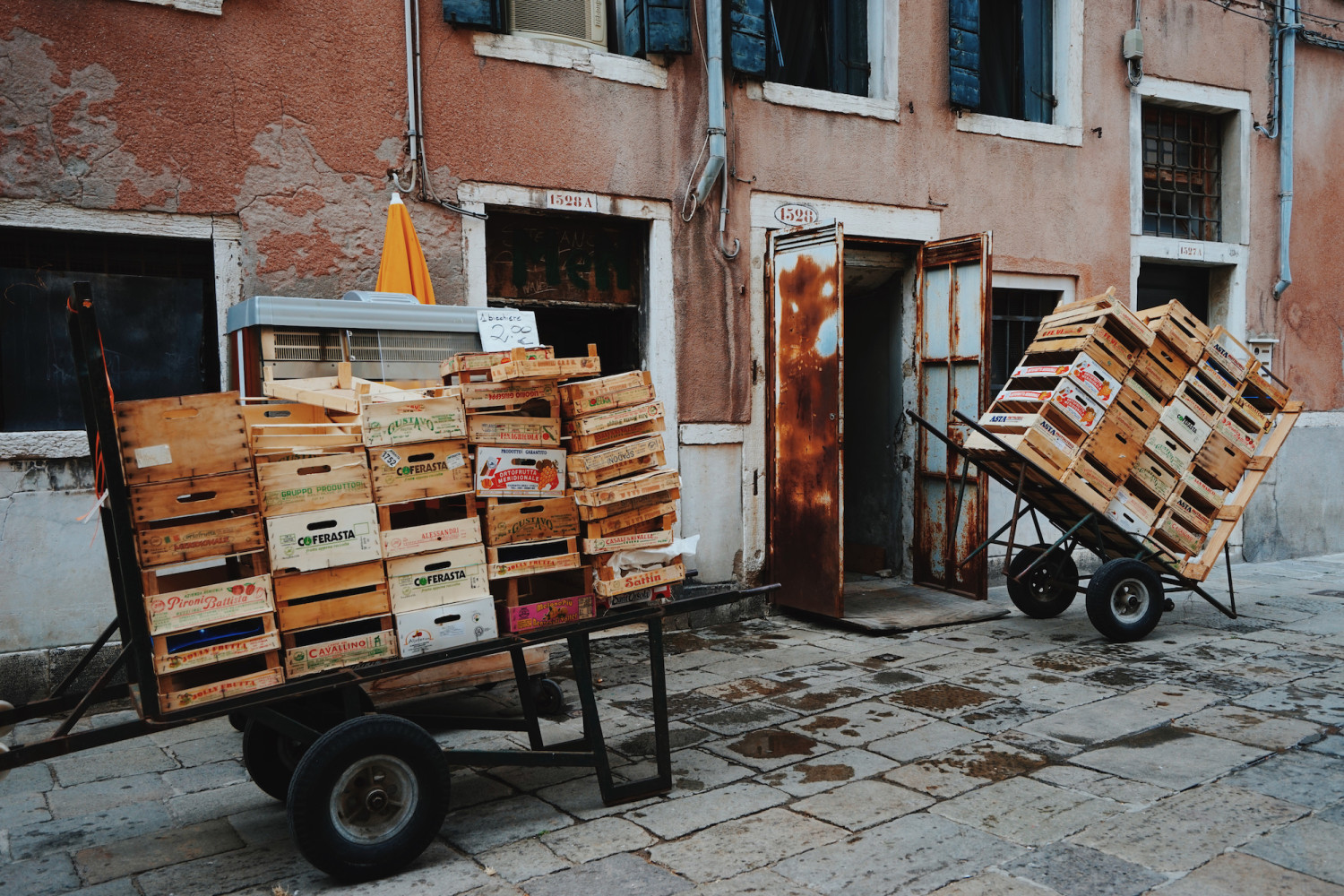 venice-crates-dante-vincent-photography