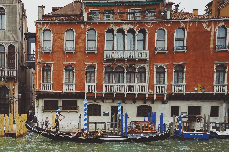 venice-facade-gondola-dante-vincent-photography