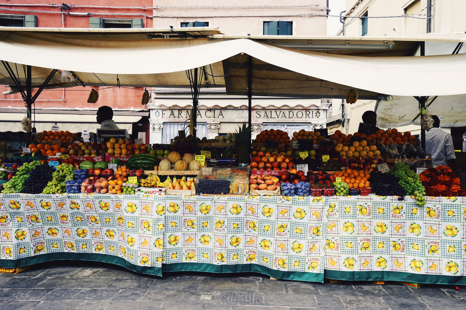 venice-fresh-fruit-stand-dante-vincent-photography