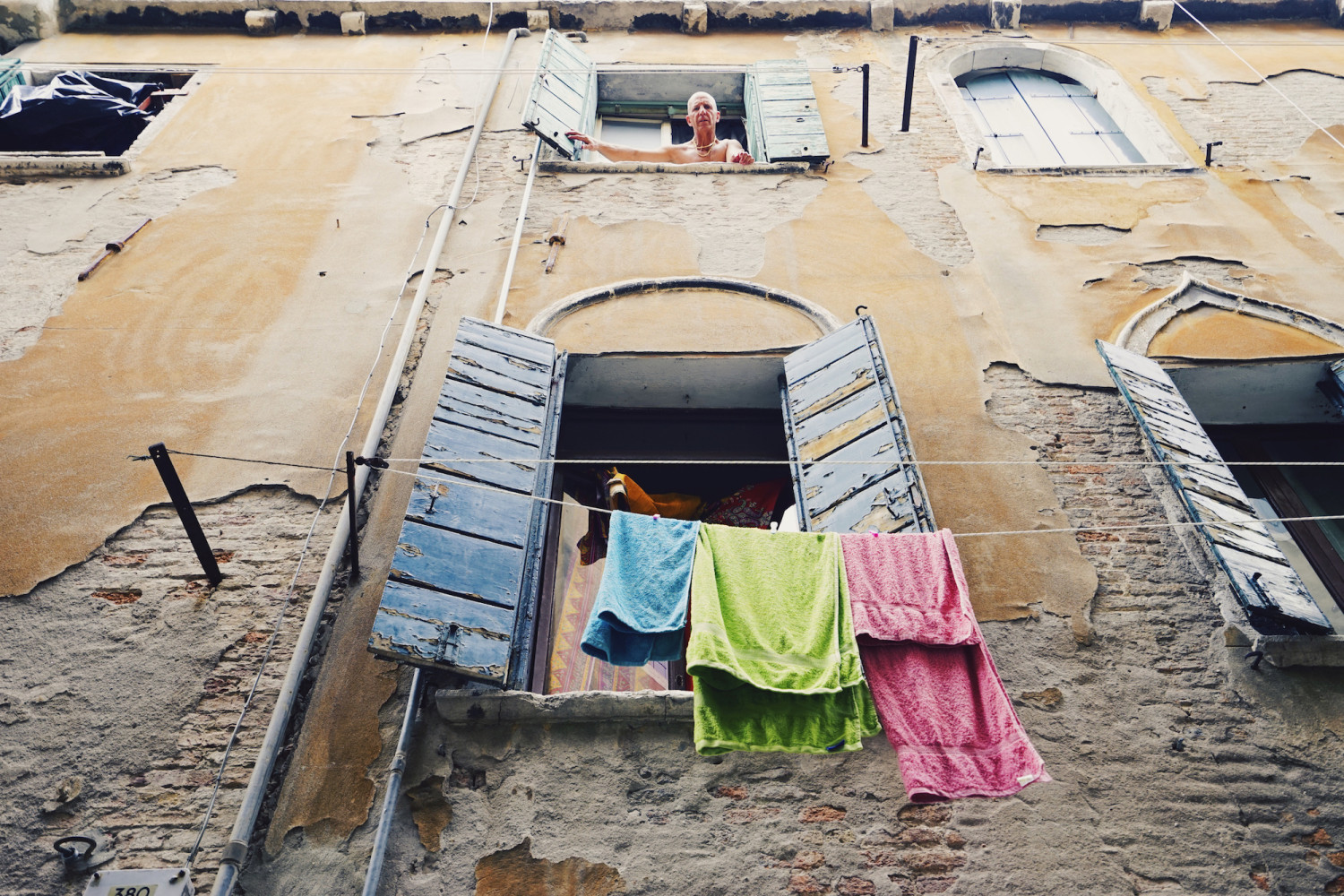 venice-fresh-laundry-dante-vincent-photography