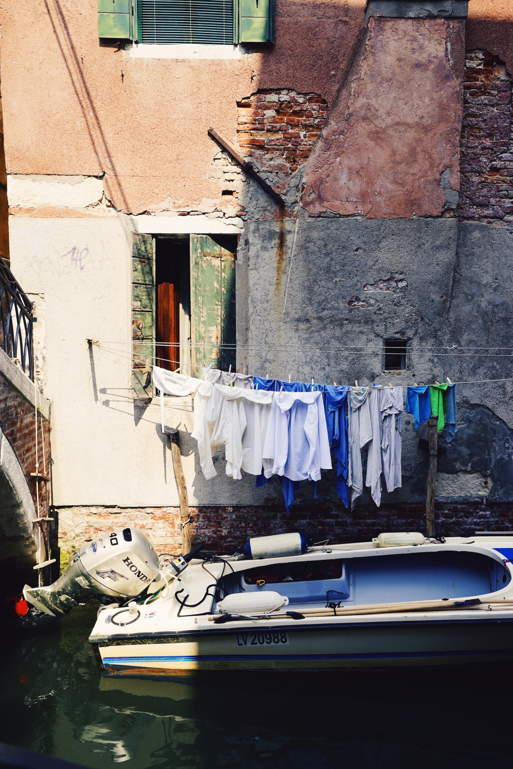 venice-laundry-boat-dante-vincent-photography