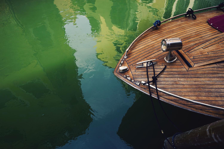 venice-minimal-boat-dante-vincent-photography