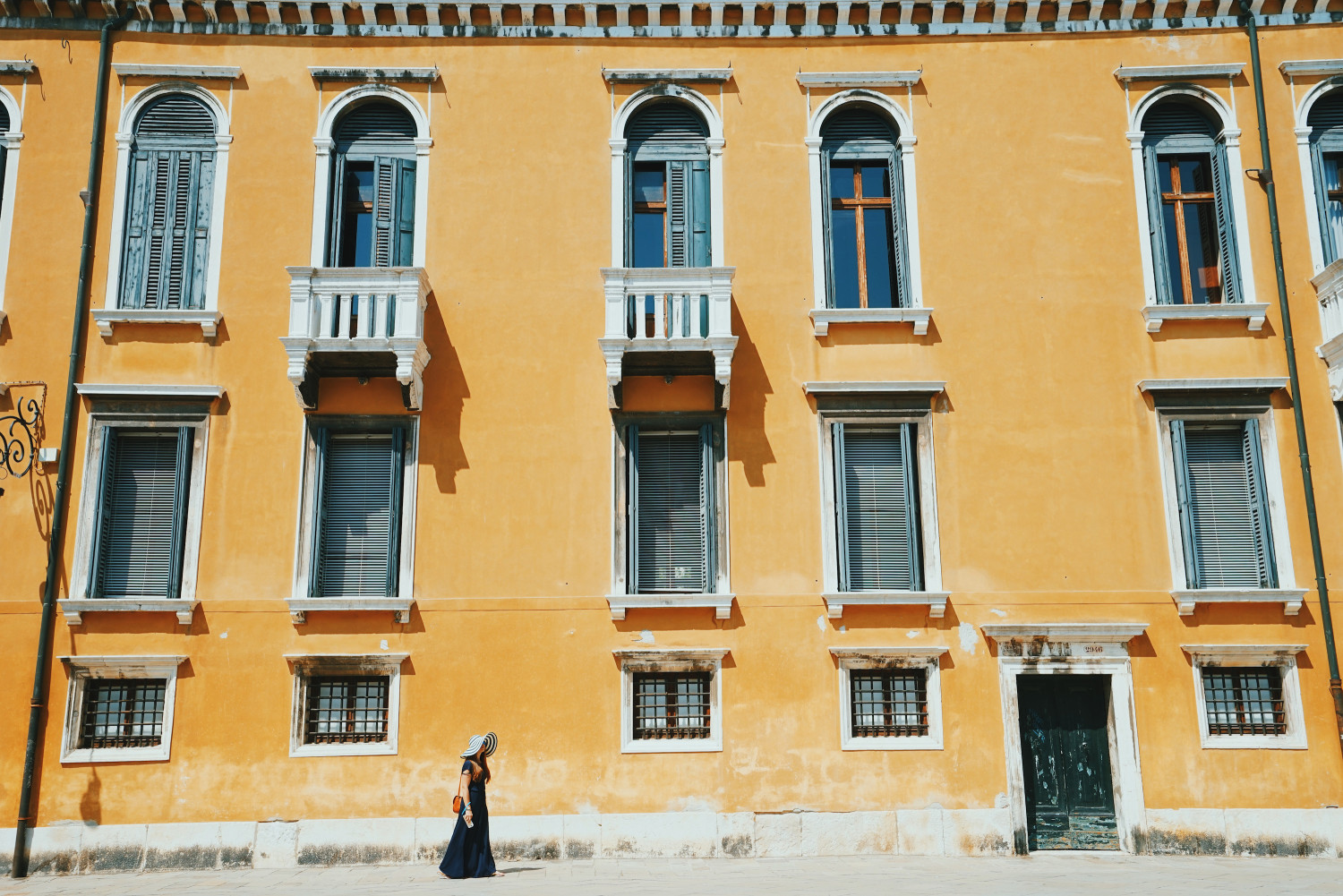 venice-yellow-facade-kirsten-alana-strideby-dante-vincent-photography
